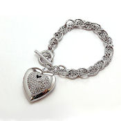 3D heart with the shine of crystals on a metal chain link with a toggle