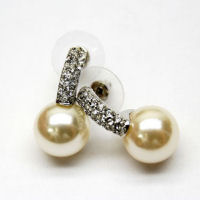 austrian crystal and Pearl earrings 1 inch drop 10mm pearl